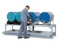 Abfüllstation AS-P, Stahl, verzinkt, 2 verz. Fasspaletten, für 4 Fässer à 200 l, Anwendungsbeispiel