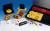 Das Bild zeigt die Typendruckerei mit versch. Typenhaltern, Stempelkissen, Pinzette und Griff.